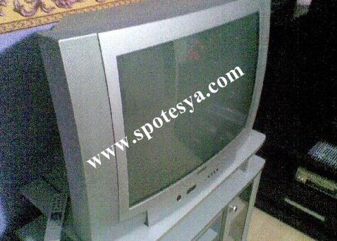 Sehpasıyla birlikte satılık tüplü televizyon