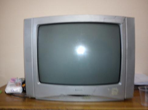 Gri renkli 37 ekran televizyon