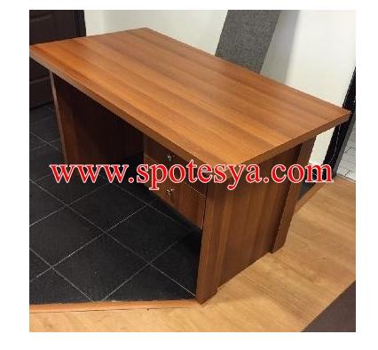 Kullanılmış basit çalışma masası