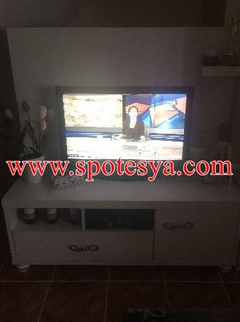 Beyaz renkli lake televizyon ünitesi