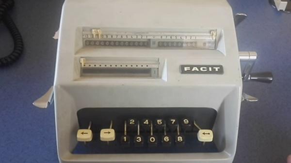 Nostaljik Facit hesap makinesi satılıktır, hala çalışıyor !